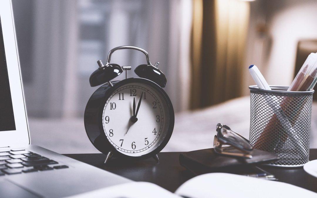 18h18 signification : Quelle est la signification des heures miroir ?
