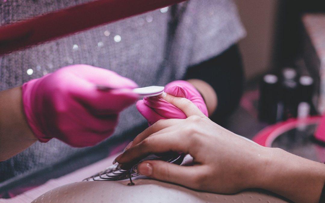 Ongle porcelaine : Quelle différence avec les autres types de poses d'ongles ?