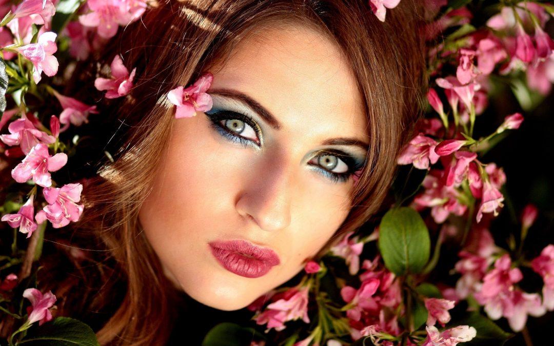 Apprendre les bons gestes lors d'un cours de maquillage