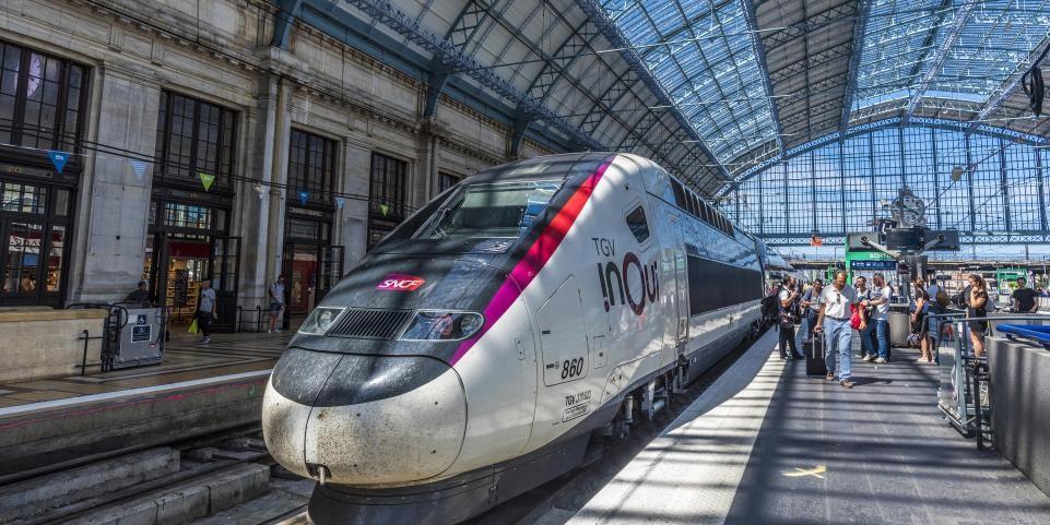 TGV dans la gare