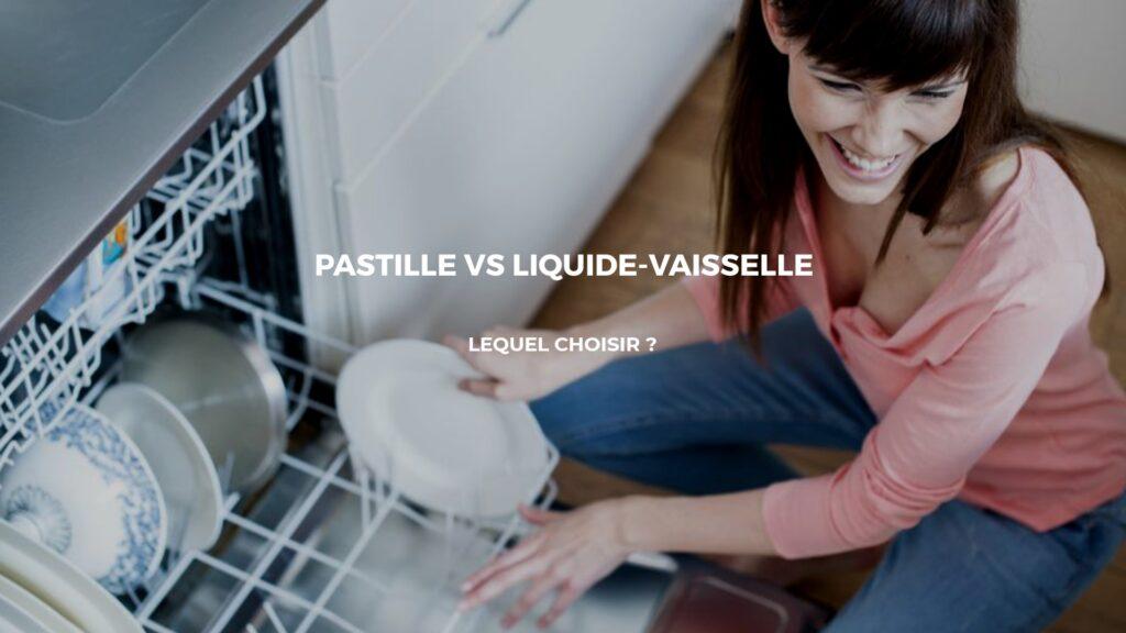 femme nettoyant vaisselle