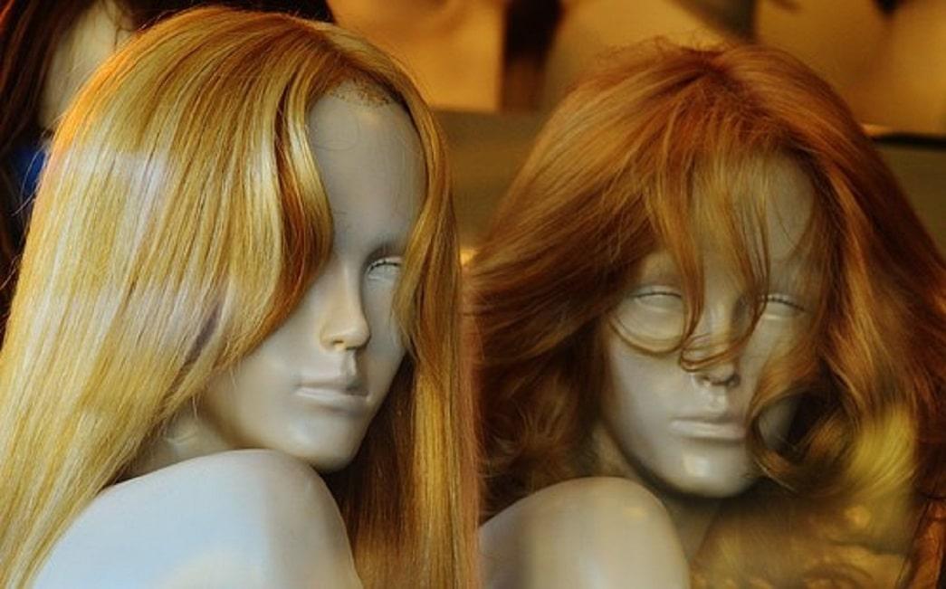 Choisissez la bonne couleur de perruque pour un effet plus naturel