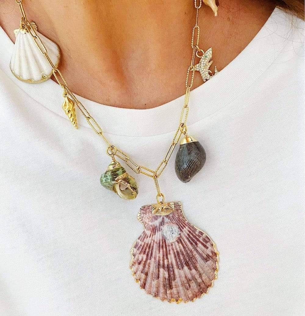 Un collier coquillage